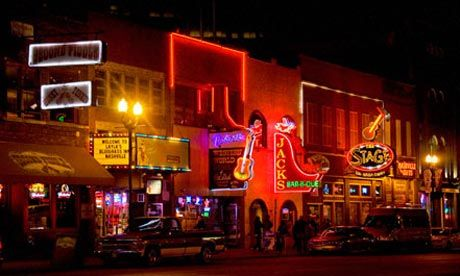 Honky~Tonk Highway - Visit the Broadway Historic District to listen to live music on the streets. There are also lots of restaurants and Nashville-themed shops, plus lots of opportunities for people watching.