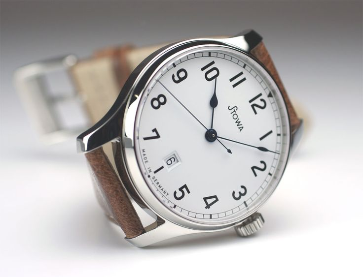 Stowa Marine automatic white with date, polished case – about $650 (446 Euros without VAT)