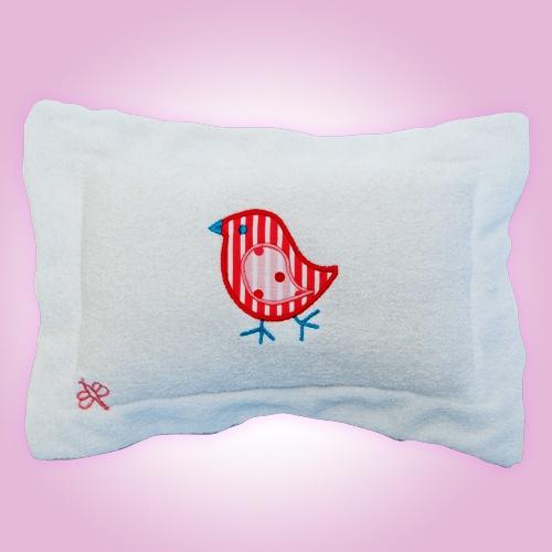 Ayuda a tu bebé a tener dulces sueños. La almohadita que viene en nuestras canastas es ideal para acompañarlo en sus sueños :)