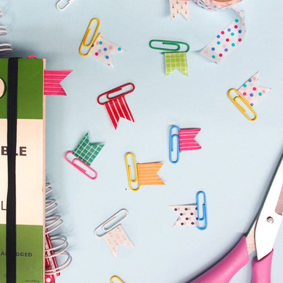 Organise your notebook with these adorable washi-tape flags. Quick and easy to make!