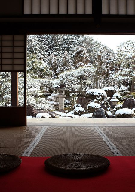 Snow garden at Myoman-ji temple, Kyoto, Japan 妙満寺 京都