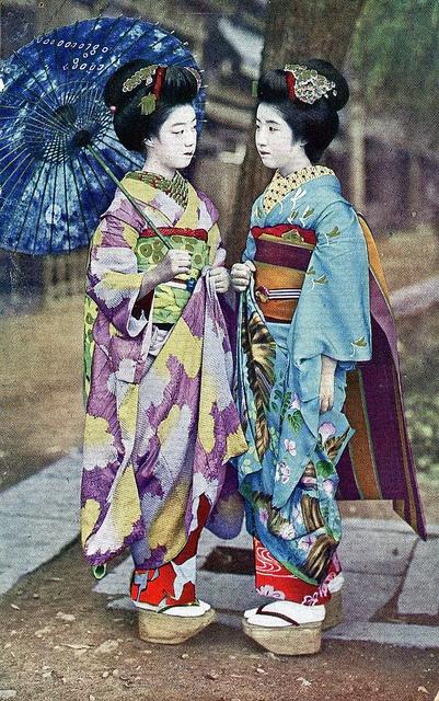 Maikos in 1920s, postcard: Geishas Maiko, Kimonos Chic, Maiko Hatsuko, Blue Ruin1, Maiko Postcards, Hiroko 1920S, Maiko Hiroko, Postcards 1920S, Photos Shared
