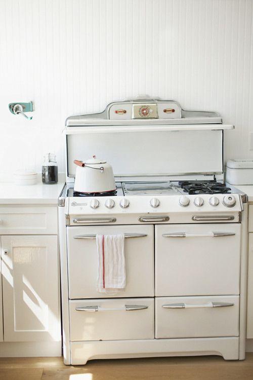 /: Kitchens Interiors, Vintage Stove, Kitchens Decor, Vintage Kitchens Stove, Kitchens Ideas, Design Sponge, Gas Stove, Retro Kitchens, White Kitchens