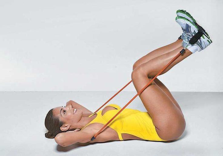 Exercícios com elástico: série para braços, pernas e bumbum