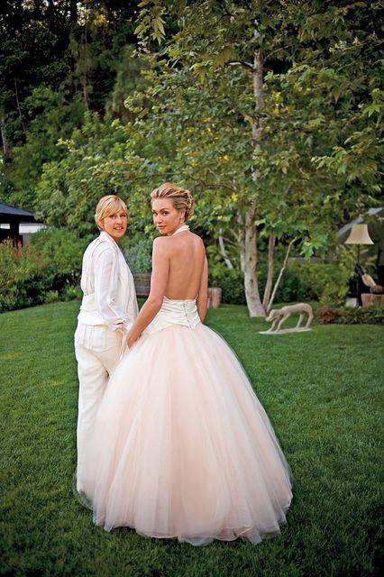 レズビアンカップルのエレン・デジェネレス&ポーシャ・デ・ロッシの美しいウェディング写真