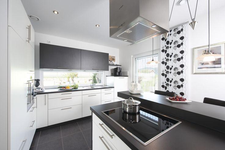 #weberhaus #Fertighaus #holzbauweise #küche #kitchen #dunstabzugshaube #blackandwhite