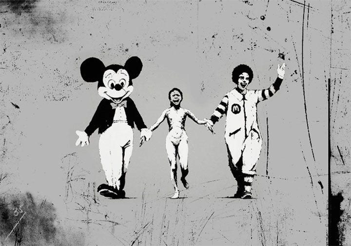 Banksy : petite fille victime d'une bombe au napalm lors de la guerre du Vietman tenant la main à Mickey Mouse et à Ronald Mcdonald