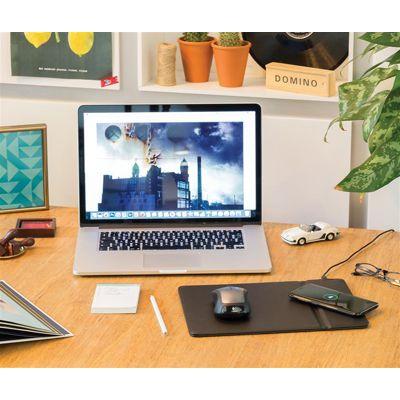 Ofera acest #mousepad cu suprafata de incarcare #wireless drept #cadou #promotional clientilor sau colaboratorilor tai. Accesoriul modern functioneaza cu majoritatea tipurilor de dispozitive #mobile. #Personalizat cu logo-ul #brand-ului tau, are capacitatea de a spori eficient vizibilitatea acestuia.