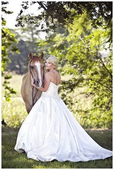 Gorgeous bridals with a horse!