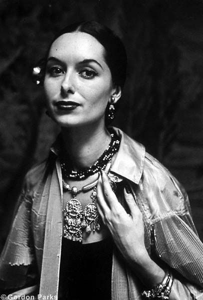 Spanish Fashion in 1950 - Gold Jewelry & Flowing Silk Blouse