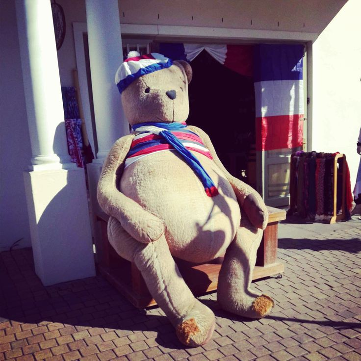 Come and give this huge French teddy bear a hug this coming weekend at the Franschhoek Bastille Festival! #fhkbastille #Franschhoek www.franschhoekbastille.co.za