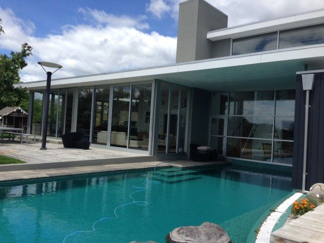 Window Gleam specialise in professional window cleaning for boutique and luxury homes in the Bay of Plenty. We'll give your home the respect and attention it deserves and take care of cleaning those challenging windows, high, complex, leaded… even the ones in the swimming pool!