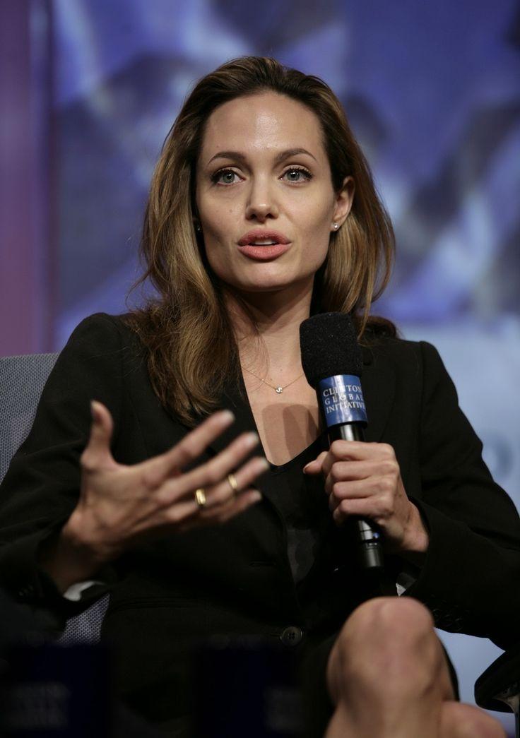 Angelina Jolie - Clinton Global Initiative Event - Photo 07