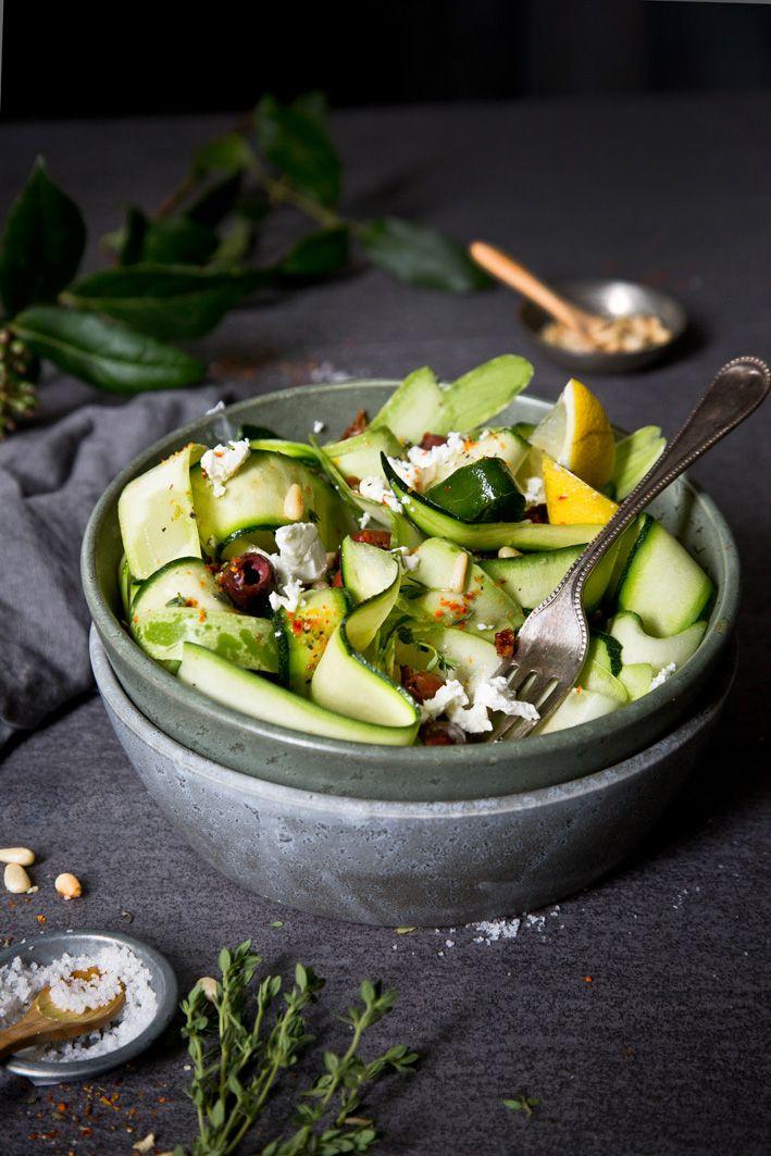 Roher Zucchinisalat mit Feta und Oliven - Ruck Zuck fertig!