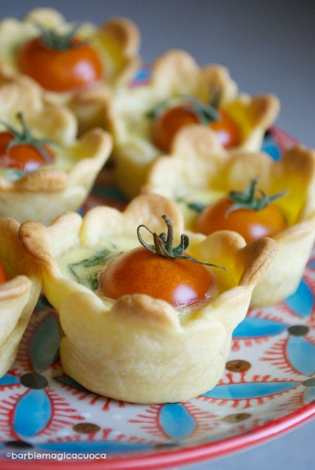 Mini quiche con basilico e pomodorini