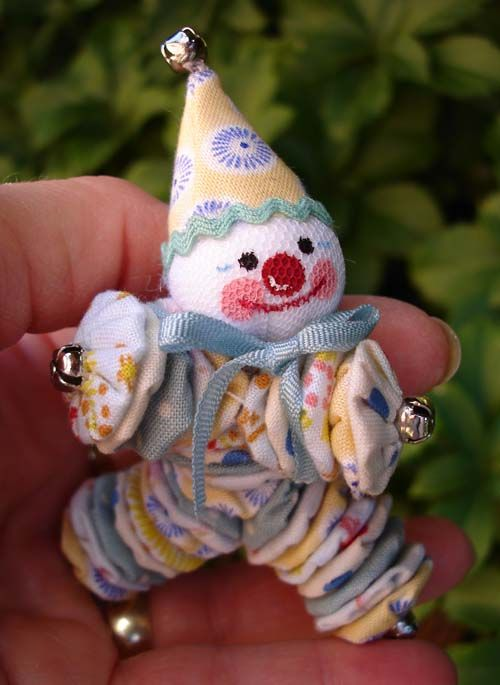A tiny yo-yo clown...