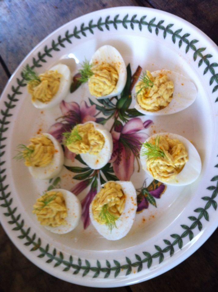 Uova ripiene tonno naturale yogurt greco e curcuma
