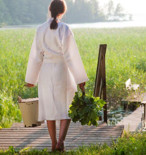 Olkoon se vasta tai vihta, mutta kesäsaunassa kylvetään tuoreiden koivunoksien kera. Tässä ohjeet saunavastan tekoon.