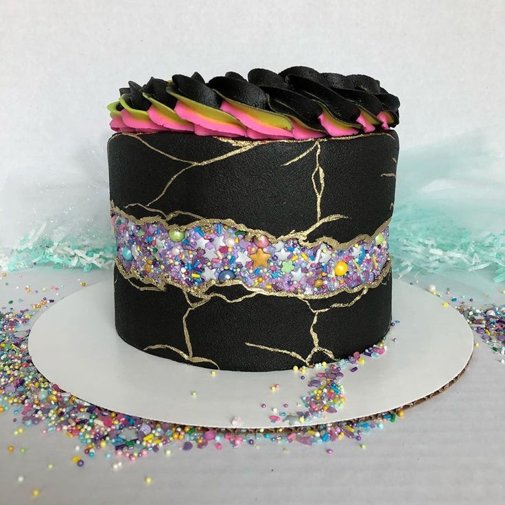 Had to try the fault line cake trend. This one was made in ...