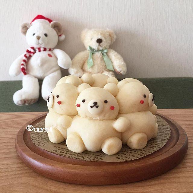 シロクマさん達 * 皆様の素敵なメッセージ♡ いつも楽しく!嬉しく!拝見させていただいてます☆ どうもありがとうございます✨ 個々にお返事が出来なくてごめんなさい * #めざましテレビ さんの #3Dちぎりパン 初級編で作った白いクマさんの #ちぎりパン です プロフィールにあるアドレスのペコリに一応レシピをのせてます 自分で言うのもアレですが… まっしろなクマさんってなんか可愛らしい〜♡ * * ××××××××××××××××××××××××××××××××× #bread #homemadebread #umibuns #くまパン #手作りパン #手捏ねパン #キャラパン #キャラちぎりパン #デコちぎりパン #デコパン #ちぎりぱん #朝ごパン #おうちカフェ #キャラフード #うみオリジナルレシピ #日本一簡単に家で焼けるパンレシピ ではありません 似たようなパンを作られる時は一言連絡をいただけると嬉しいです!よろしくお願いします ××××××××××××××××××××××××××××××××