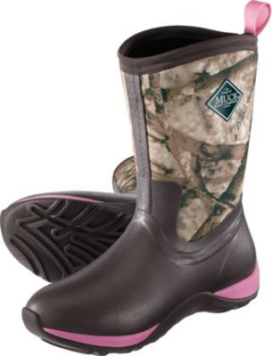 Muck Women's Arctic Weekend Rubber Boots combine the latest in multipurpose, water-resistant technology and styling to ensure your feet stay dry and cool.