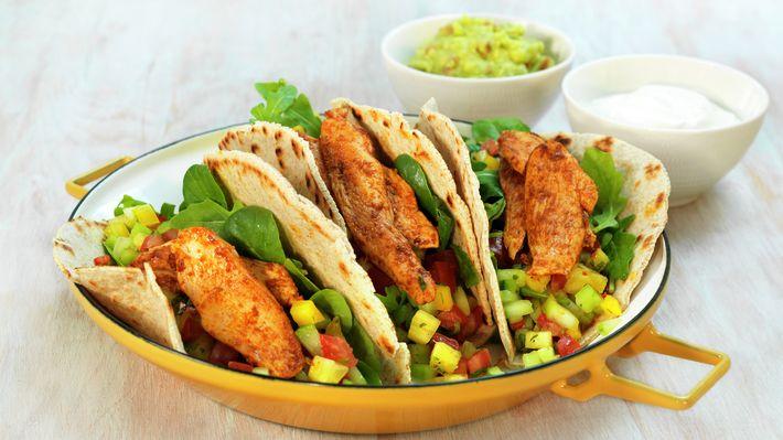 Hjemmelagde tortillalefser fylt med kylling - Familien - Oppskrifter - MatPrat