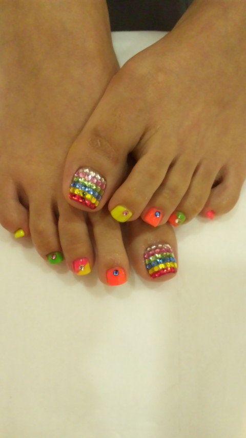 Best 25+ Bright Toe Nails Ideas On Pinterest