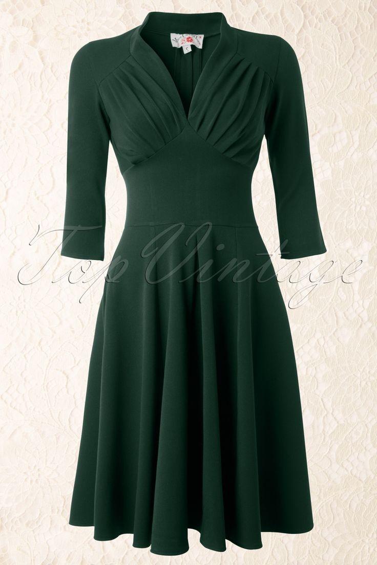 TopVintage exclusive ~ 50s Vedette Forest Green Swing dressvonMiss Candyfloss.Dieses fantastische, aus den 50er Jahren inspirierte Swing-Kleid in grünist einfach Spitze: aufgrund des geschmeidigen Stoffes hat es eine fantastische Passform. Außerdem ist es für jede Gelegenheit passend: mitauffälligem Schmuck und High Heelsist es das perfekte Party-Kleid, aber auch auf der Arbeit werden Sie in diesem Kleid glänzen!Das sehr ...