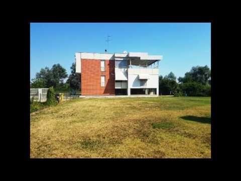 villa indipendente plurifamiliare con ampio giardino privato