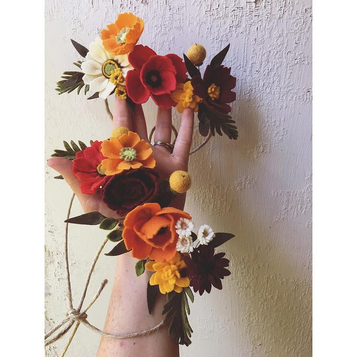 231 отметок «Нравится», 25 комментариев — Maggie Harrison (@loveforsaleshop) в Instagram: «A sweet fall set for some sweet sisters! Cosmos, Zinnias, poppies, marigolds and billy buttons! I…»