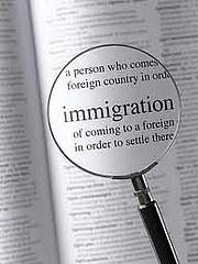 inmigracion abogados pueden hacer que el proceso de inmigración es mucho más fácil y más rápido. Pueden dirigir sus consultas, prestar asistencia y dar ayuda individual y experto en todos los procedimientos de la ciudadanía de los Estados Unidos. El abogado de inmigración también podría ayudar en la organización a través de las leyes de inmigración y hacer el procedimiento mucho menos complicado de entender lo que son capaces de pasar por el proceso.