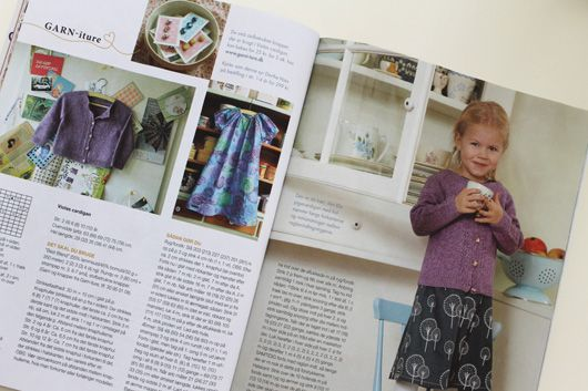 Agnes wearing Garn-iture knitting design. Pattern included in the magazine Maries Ideer april 2014. www.garn-iture.dk