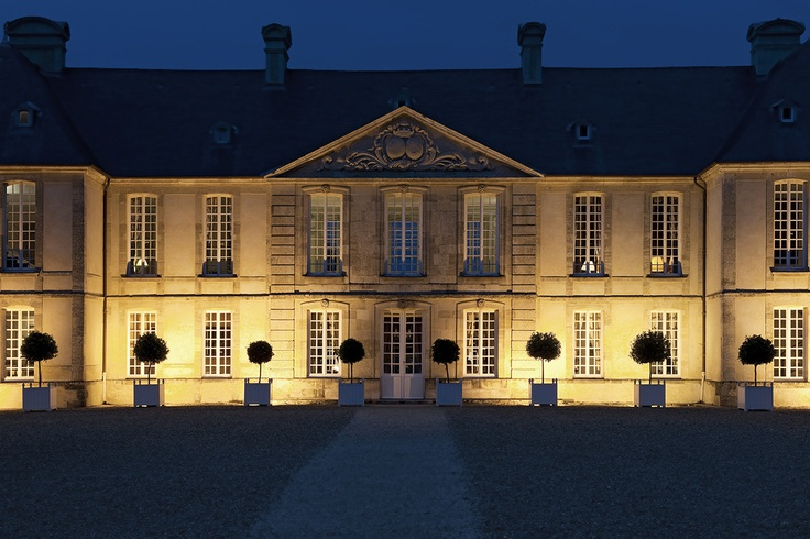 Château d'Audrieu, located between Caen and Bayeux, offers the opportunity to travel back in time. This 18th century edifice, listed as a historical monument, offers the warm welcome you associate with a family home. The elegantly proportioned château is set in an extensive 25 hectares of wooded grounds and gardens. Hesitate not a minute longer, all the charms of Normandy await you at Audrieu! #relaischateaux