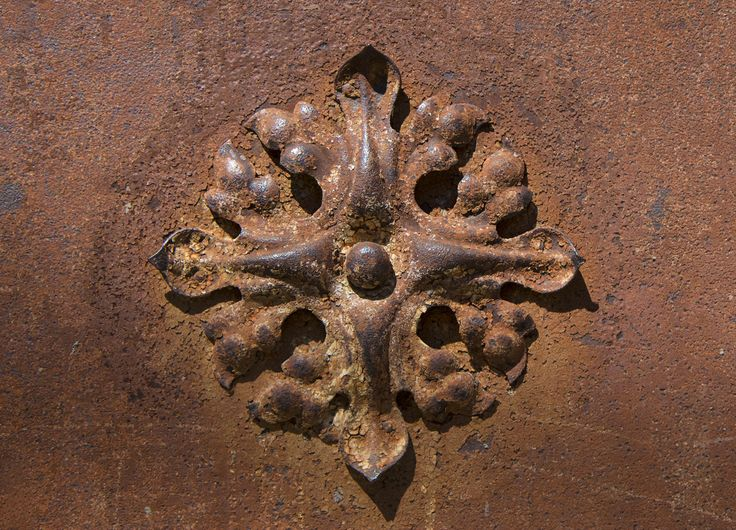 Ironflower #flower #iron #szentendre #door #brown #ornaments #gate #canon #eos #architecture #old #oldflowers #oldgate #rust #rustic #beautiful #photography #nature #naturephotography #macro #hungary #budapest #square #motif