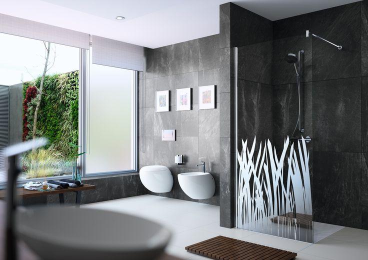 Walk-in-Duschen sind stilvoll und modern. Diese Dusche von Hüppe gefällt uns besonders gut.  Du suchst passende Handwerker oder Hersteller?  Wir verraten dir wie du sie findest.  Bildmaterial (c) Hüppe