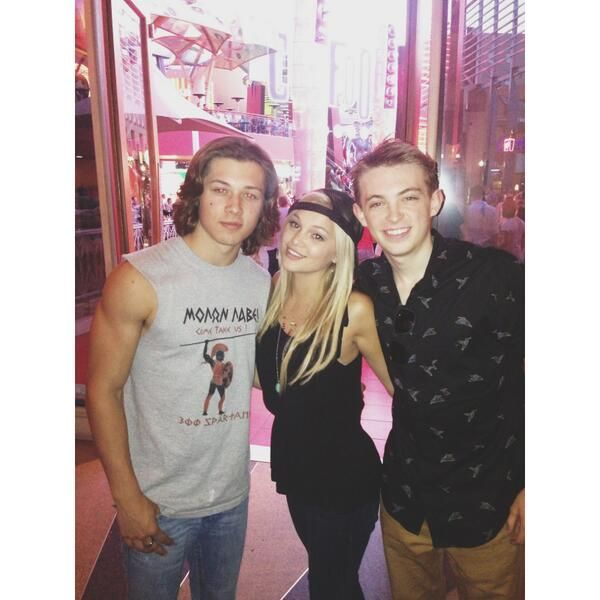 Did leo howard and olivia holt dating in real life