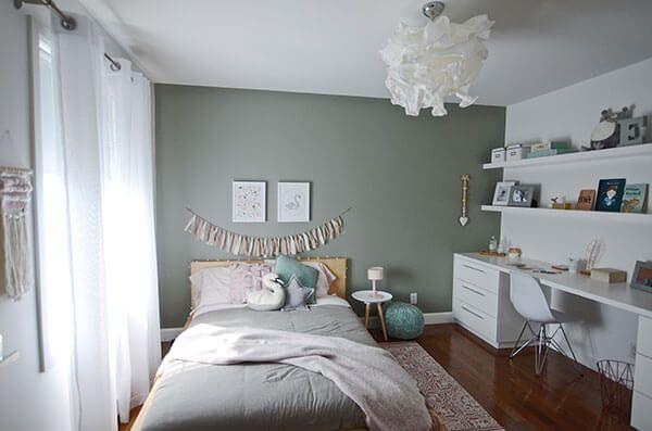 Vue d'ensemble d'une chambre de fille a la déco douce et romantique