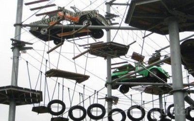 A Berlino si può fare parkour in un parco giochi di materiali riciclati