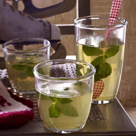 25 best ideas about hugo rezept on pinterest hugo getr nk rezept cocktails mit sekt and hugo. Black Bedroom Furniture Sets. Home Design Ideas