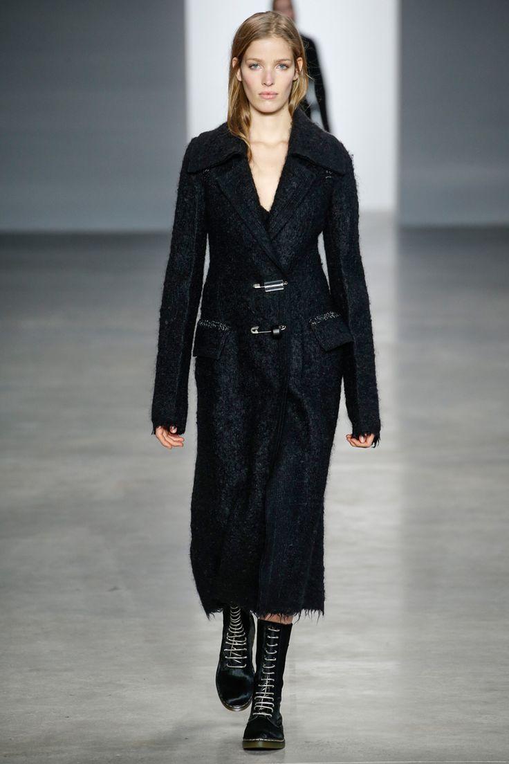 Calvin Klein Collection Fall 2014 RTW - Runway Photos - Fashion Week - Runway, Fashion Shows and Collections - Vogue