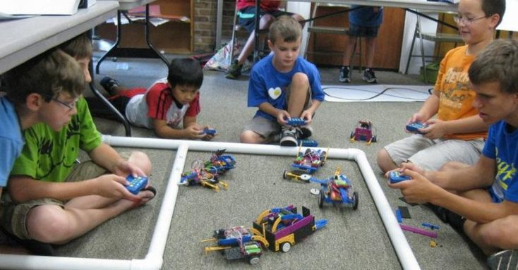 Get your kids geared up for summer by enrolling them in summer robotics camp through ROBOTS-4-U and keep the learning going! #Robots4U #USFG AD