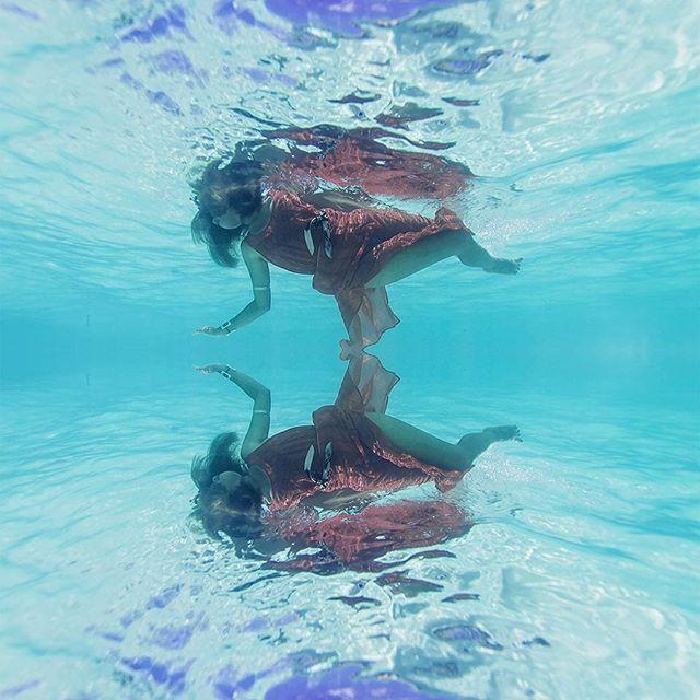Captured by @travelingdorks with Nikon D4 using @aquatech_imagingsolutions underwater housing  #travelingdorks #Belize #belizeitornot #unbelizeable ##island #cocoplumislandresort #resort #dangriga #travel #wanderlust #summer #vacation #tourism #beach #sand #underwater #maxidress #f21xme #conceptual #fineart #Nikon #nikond4 #aquatech #swim #capture by moni.cat