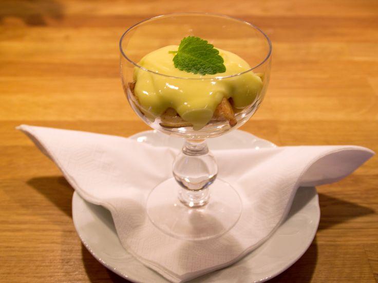 Stafsinge-äpplen med mandel och hemmagjord vaniljsås | Recept.nu
