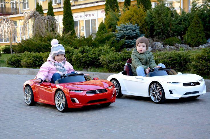Его называют самой технологичной игрушкой, умным электромобилем, миниатюрным спорткаром, автомобилем будущего. Такой фурор произвела самая долгожданная новинка 2015 года – детский электромобиль Broon F8. Он выпускается южнокорейской научно-исследовательской компанией Henes, известной своими игрушками премиум-класса. Оправданы ли ожидания?