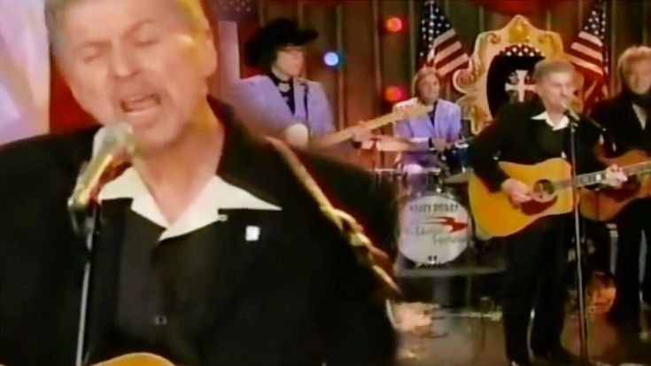 """Johnny Rivers Sounds Better Than Ever In 2013 """"Summer Rain"""" Set"""