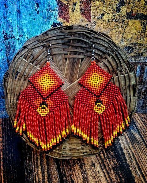 Artes Gaia - Acessórios de Miçangas Brinco Geométrico de Miçangas. Artesanal e Alternativo. Tecido com duas agulhas. Inspiração: arte indígena Kayapó  Para mais informações, clique na foto!!
