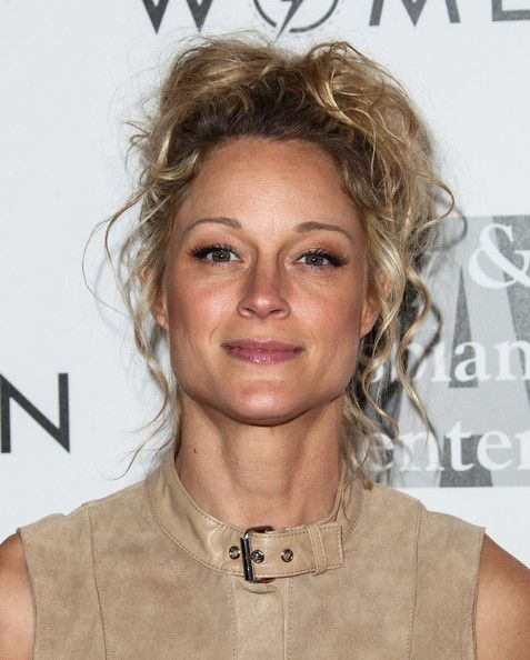 Teri Polo Messy Updo - Teri Polo looked gorgeous at the Evening with Women gala even with this mussed-up 'do.