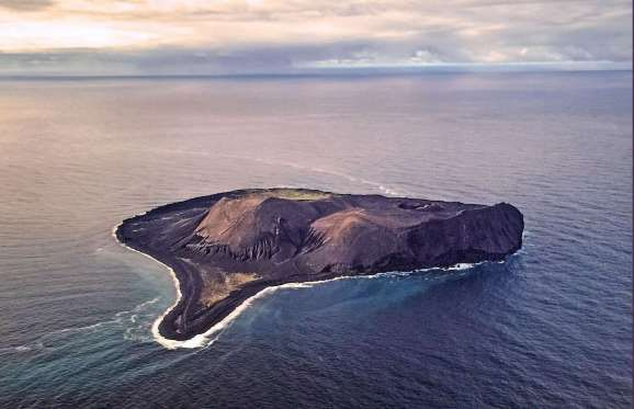 If you're looking at an old map of Iceland, you won't find Surtsey. This island was created after a ... - Ron Cogswell/Flickr/CC BY 2.0