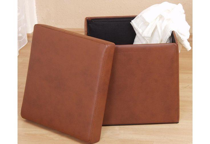 Diese Sitztruhe ist praktisch, platzsparend und dekorativ zugleich. Zum Verstauen Ihrer Lieblingsgegenstände perfekt geeignet. Mit abnehmbarem, schaumstoffgepolstertem Deckel. Gestell aus Hartfaserplatten. Innen mit Stoff bezogen, Bezug aus Kunstleder in verschiedenen Farben. Die Truhe lässt sich platzsparend zusammenfalten. Innen befindet sich 1 Fach, Innenmaße (B/T/H): je 36/36/35 cm. Außenma...