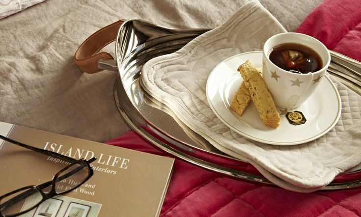 Breaksat in Bed - with Florence Design. Steal Tray, Porcelain and velvet placemat!